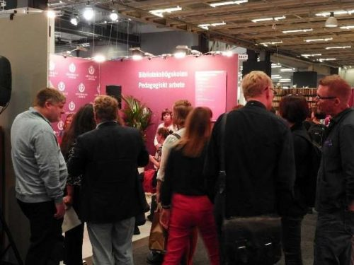 Image of people attending the SUITCEYES seminar at the book fair, mainly from the back